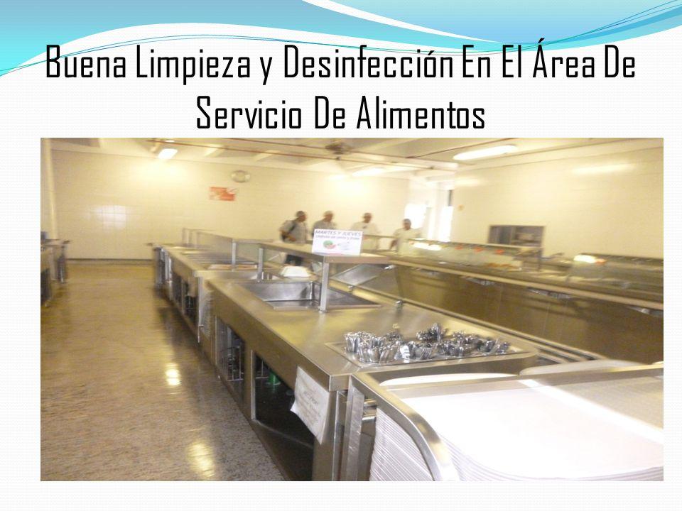 Buena Limpieza y Desinfección En El Área De Servicio De Alimentos