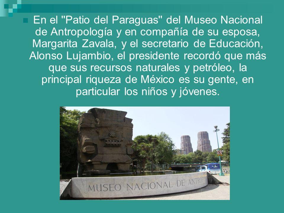 En el ''Patio del Paraguas'' del Museo Nacional de Antropología y en compañía de su esposa, Margarita Zavala, y el secretario de Educación, Alonso Luj