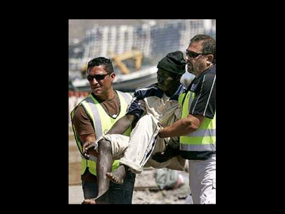 Y mientras tanto la Guardia Civil de siempre, llena de humildad y muy humana, sigue rescatando personas que en las pateras, han quedado a la deriva o