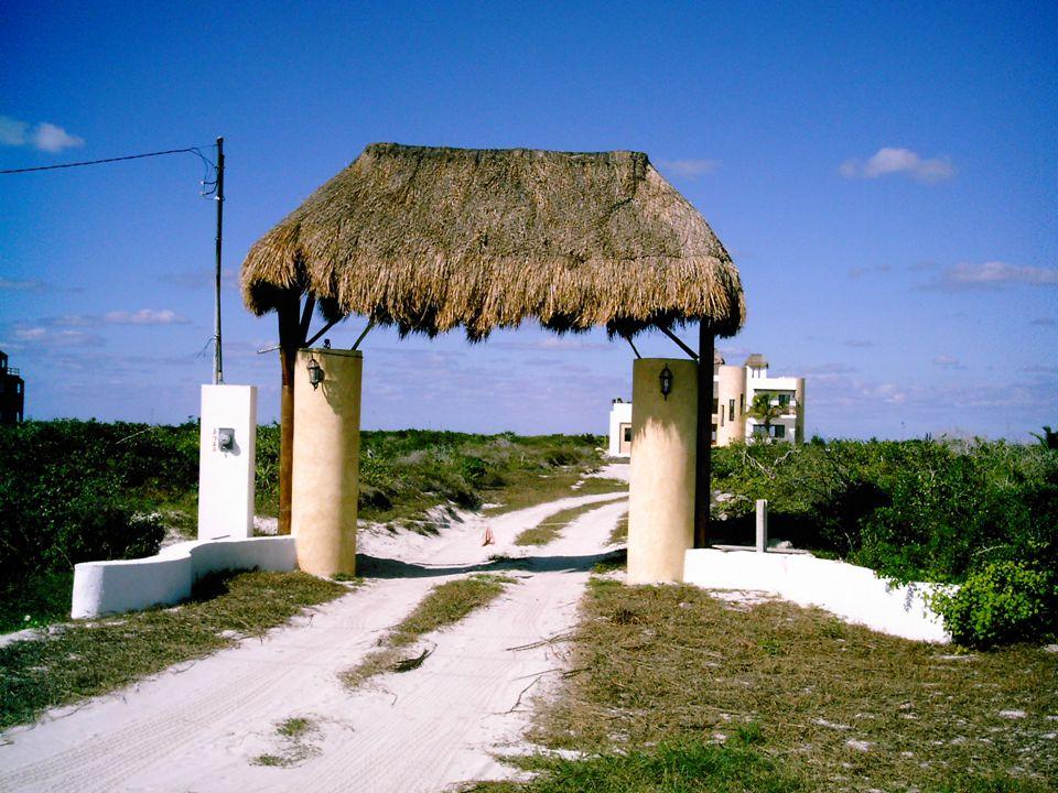 A 60 minutos de Mérida Frente al mar Construida en 2 niveles