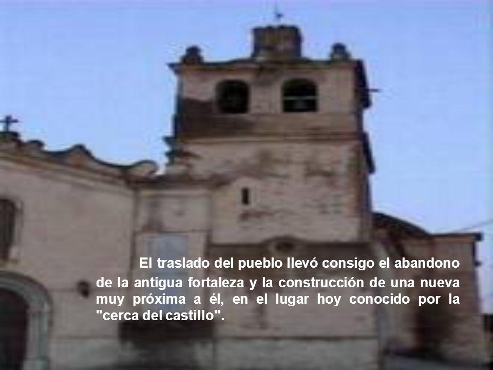 El traslado del pueblo llevó consigo el abandono de la antigua fortaleza y la construcción de una nueva muy próxima a él, en el lugar hoy conocido por