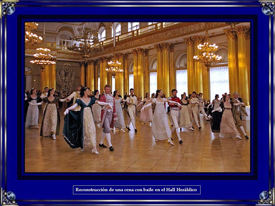 Reconstrucción de una cena con baile en el Hall Heráldico