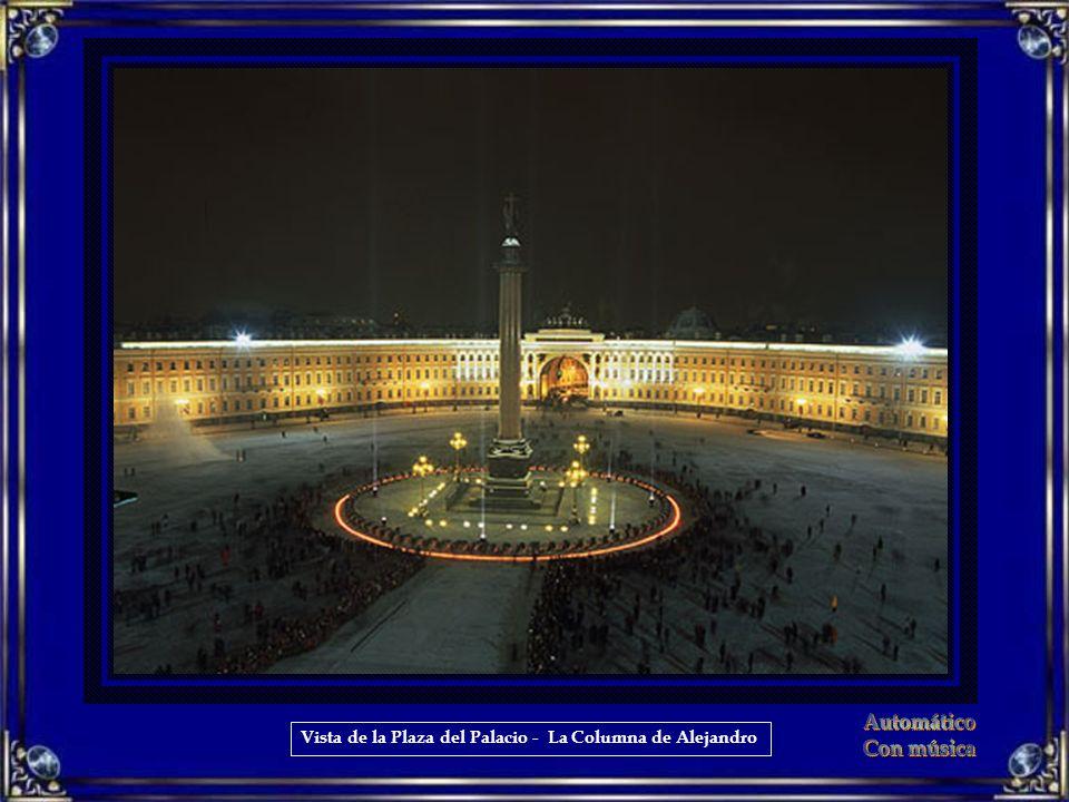 Vista de la Plaza del Palacio - La Columna de Alejandro