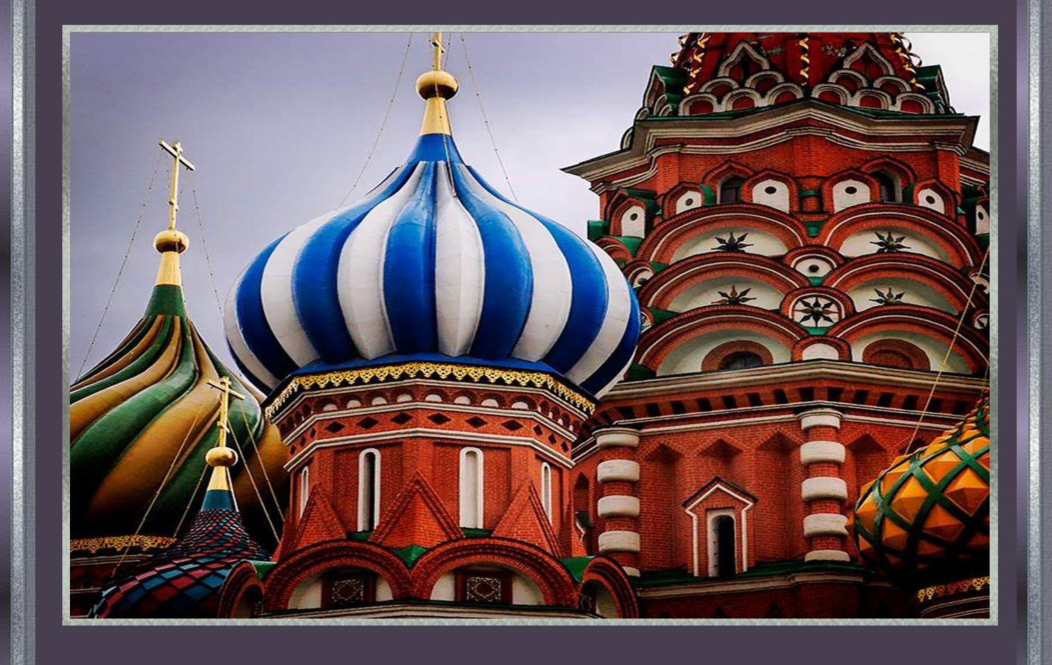 Según la leyenda, Iván mandó a arrancarle los ojos al arquitecto constructor, para que nunca hiciera otra igual o mejor.