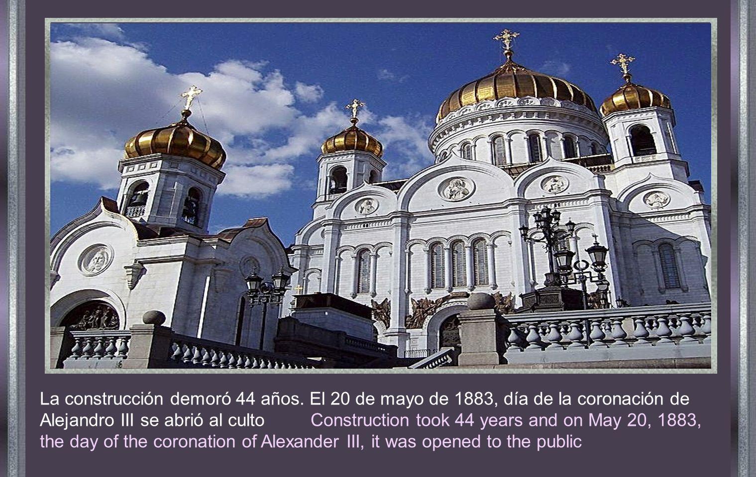 En 1812 cuando las tropas Francesas fueron expulsadas de Rusia, el Zar Alejandro I, ordenó la construcción de una iglesia con el nombre de Cristo el Salvador , para expresar a la Divina Providencia, la gratitud de los Rusos, por haberlos salvado del desastre que hubiera significado que Napoleón se apoderara de Rusia.