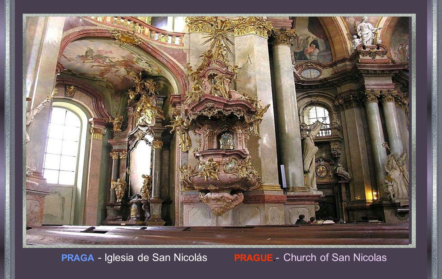 Cuando Napoleón invadió Rusia, frente a este altar proclamó que si alguno de sus soldados se atreviera a robar algo, él lo mataría personalmente.