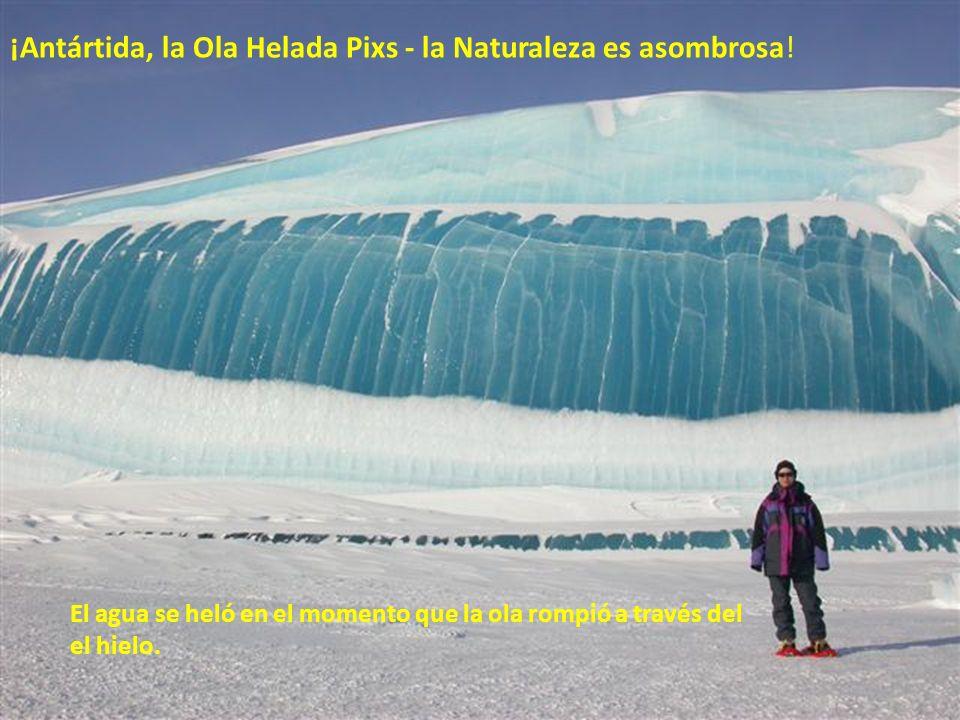Los asombrosos icebergs rayados Los icebergs en el área de Antártida a veces tienen rayas, formadas por, las capas de nieve que reaccionan a condicion
