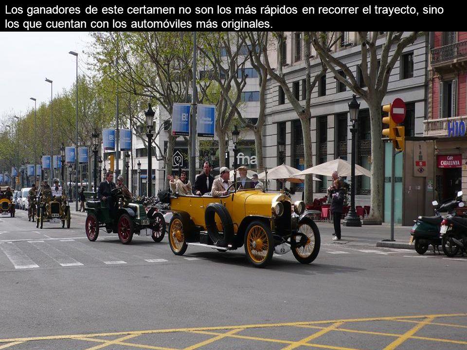 Se trata de una concentración de vehículos, auténticas piezas de museo fabricadas antes de 1900 hasta 1924.