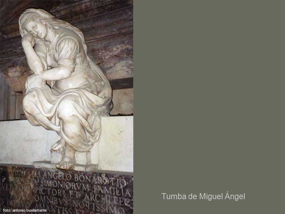 Tumba de Miguel Ángel foto: antonio bustamante