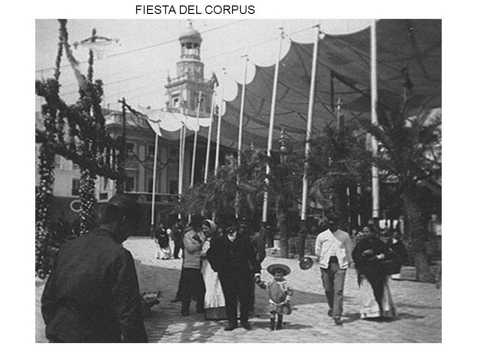 PLAZA DE TORO Y LUJOSOS COCHES DE LA EPOCA