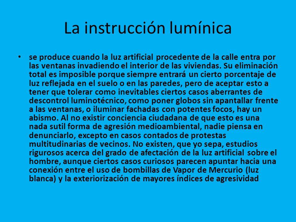 La instrucción lumínica se produce cuando la luz artificial procedente de la calle entra por las ventanas invadiendo el interior de las viviendas.