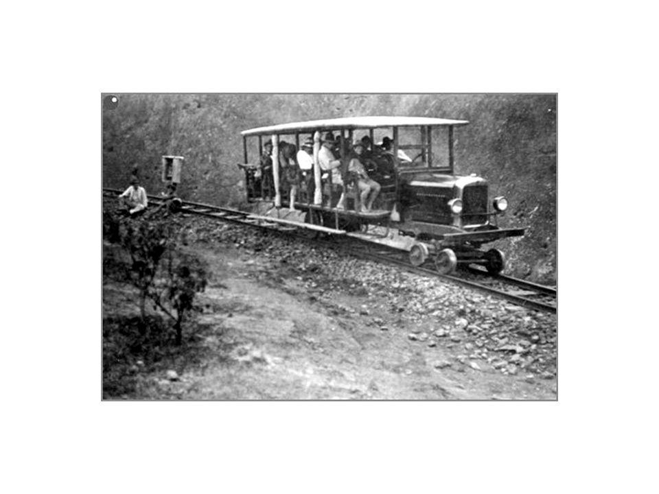 El Tranvía de Oriente entró en servicio a finales de los 20 s, su recorrido iniciaba en el Barrio Manrique, muchas personas se mareaban utilizando este servicio y muchos niños lloraban mientras estaban ahí por la peligrosa topografía.