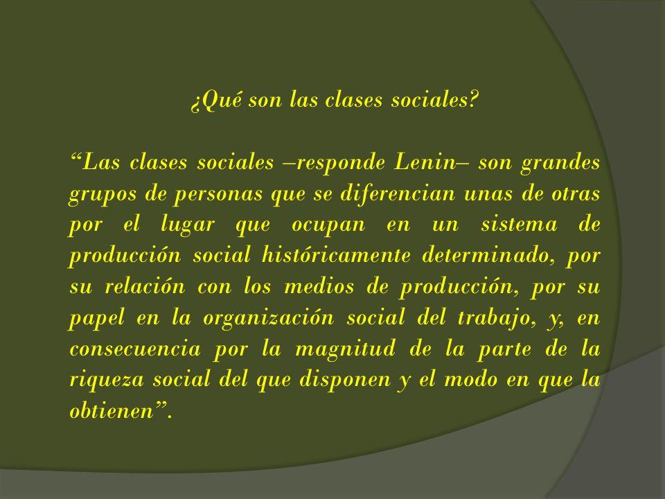 ¿Qué son las clases sociales? Las clases sociales –responde Lenin– son grandes grupos de personas que se diferencian unas de otras por el lugar que oc