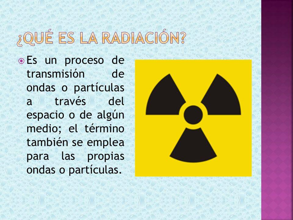 Es un proceso de transmisión de ondas o partículas a través del espacio o de algún medio; el término también se emplea para las propias ondas o partículas.