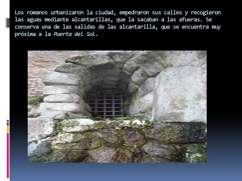 Los romanos urbanizaron la ciudad, empedraron sus calles y recogieron las aguas mediante alcantarillas, que la sacaban a las afueras. Se conserva una