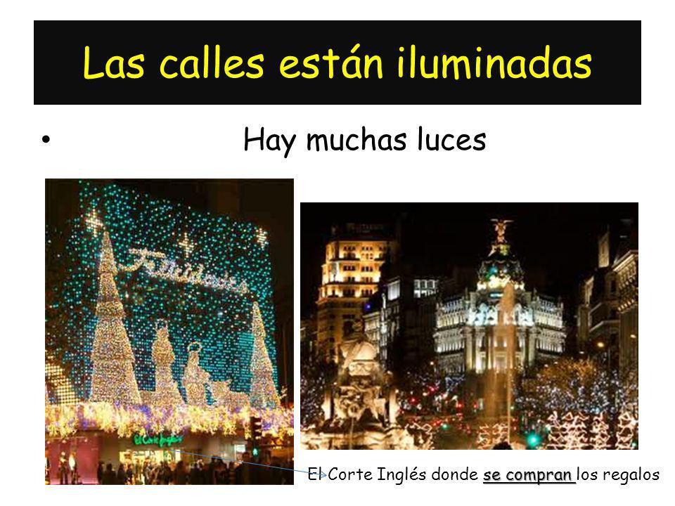 Las calles están iluminadas Hay muchas luces se compran El Corte Inglés donde se compran los regalos