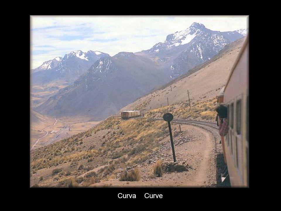 Tren entrando a uno de los tuneles / train entering one of the tunnels..