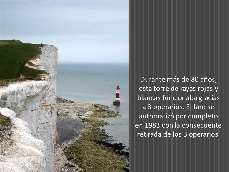 Debido a que las nubes bajas podían ocultar la luz de Belle Tout, otro faro fue construido en el mar.