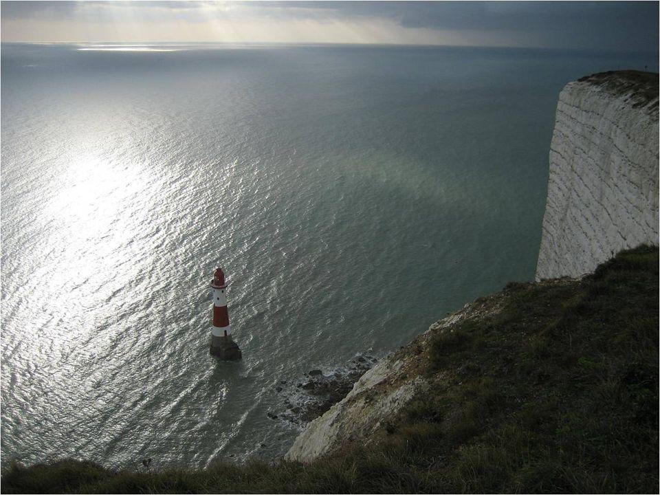 Durante más de 80 años, esta torre de rayas rojas y blancas funcionaba gracias a 3 operarios.