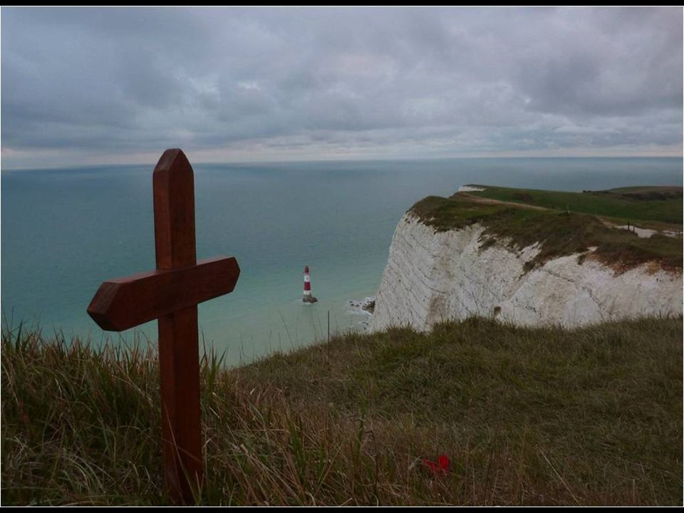 La parte macabra de Beachy Head es que es uno de los puntos más emblemáticos, a nivel mundial, para suicidarte (el tercero del ranking).