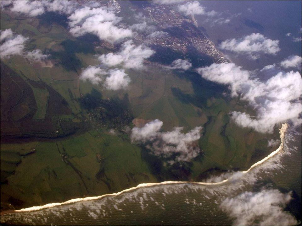 El cabo Beachy (en inglés, Beachy Head) es un promontorio calcáreo en la costa sur de Inglaterra (Reino Unido), junto a la ciudad de Eastbourne en el condado de Sussex Oriental.