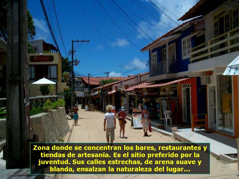 El pequeño pueblo de Morro de San Pablo, con casi 4 mil habitantes, es el mas conocido de las islas y el mas visitado por los turistas...