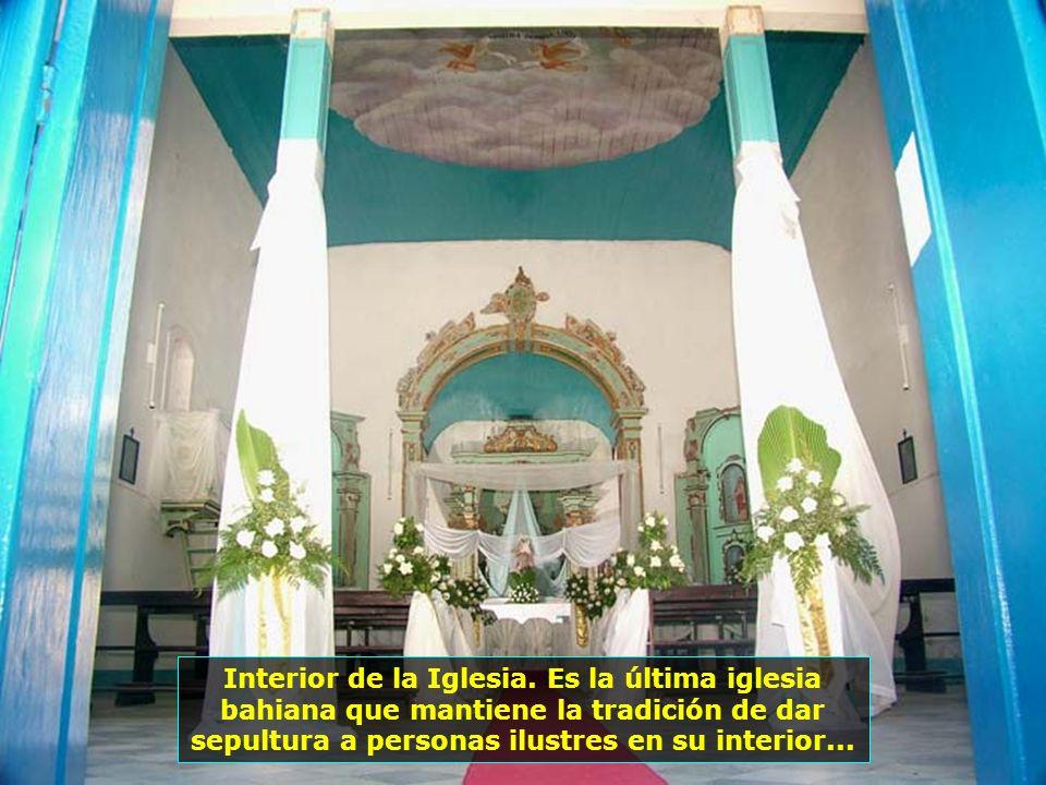 Iglesia de Ntra. Sra. de la Luz, construída en 1845. Sus imágenes datan de siglos anteriores, cuando estaba próxima al faro...