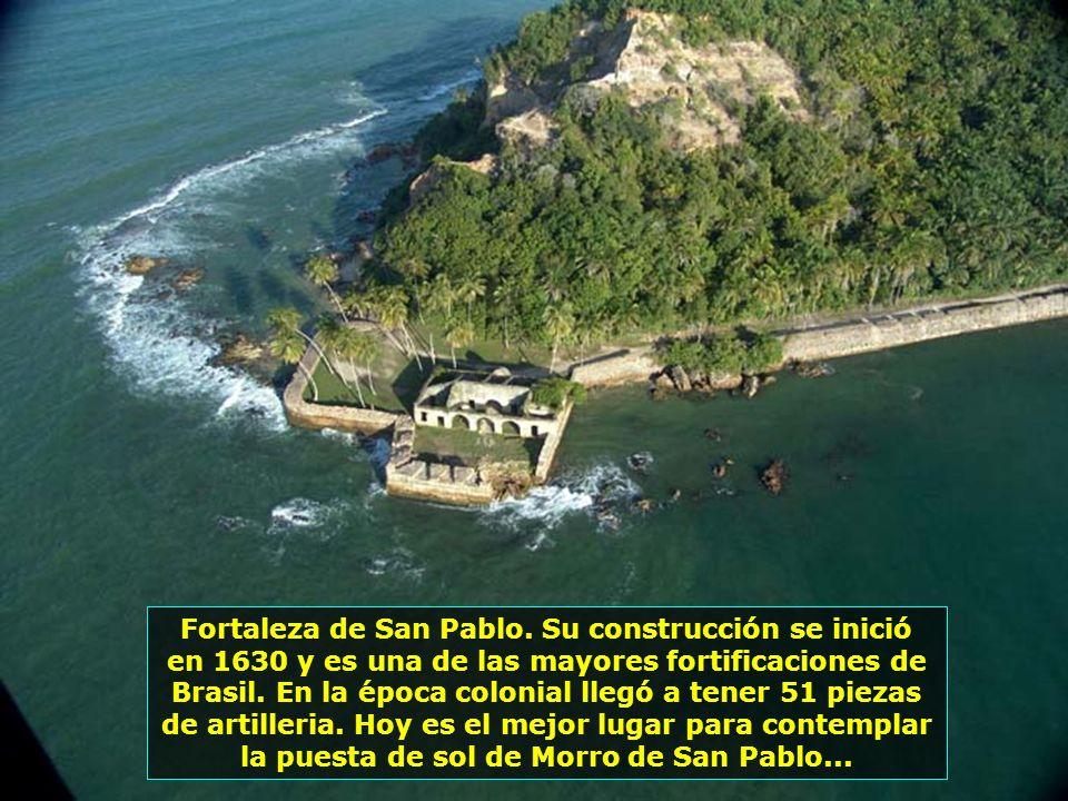 Faro construído en 1848. Es un brazo amigo tanto para el navegante, como para quien está en tierra. Desde el se pueden contemplar las mas bellas puest