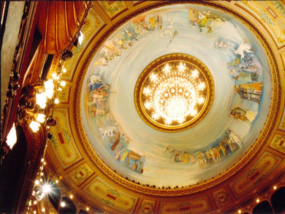 La cúpula, pintada La cúpula, pintada en la década del 60 en la década del 60 por Raúl Soldi. por Raúl Soldi.