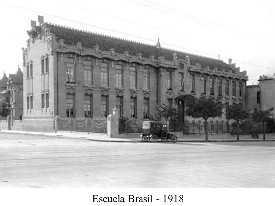 Escuela Calle Canelones y Salterain - 1918