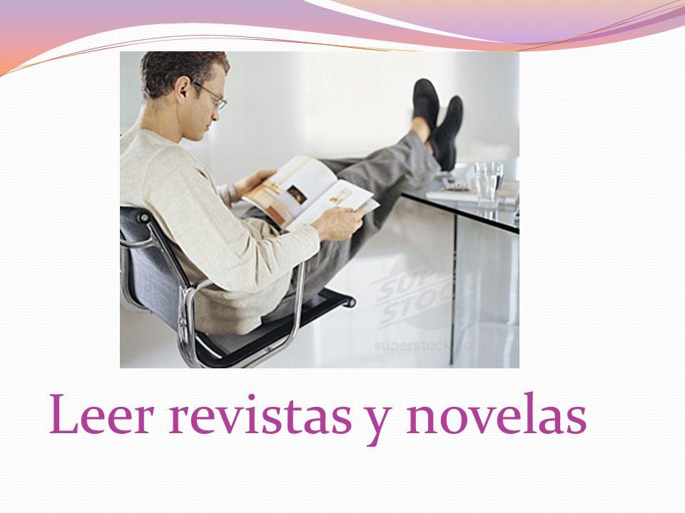 Leer revistas y novelas