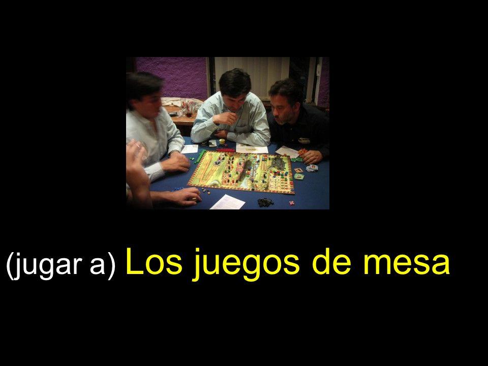 (jugar a) Los juegos de mesa