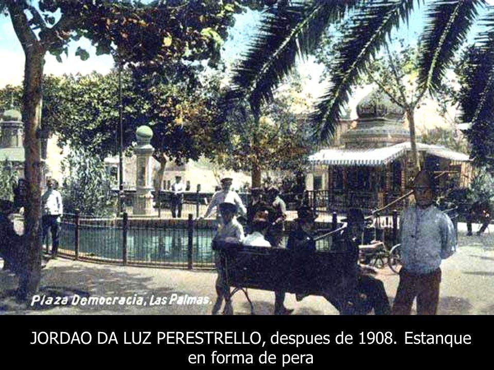 CHARLES E. MEDRINGTON, 1910. La Plazuela después de la remodelación de 1908 Columna de canteria Coronada por un mundo Meridiana de horario Estanque a