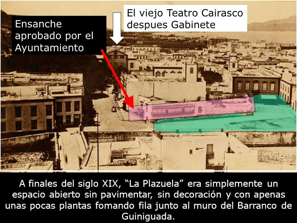 A finales del siglo XIX, La Plazuela era simplemente un espacio abierto sin pavimentar, sin decoración y con apenas unas pocas plantas fomando fila junto al muro del Barranco de Guiniguada.