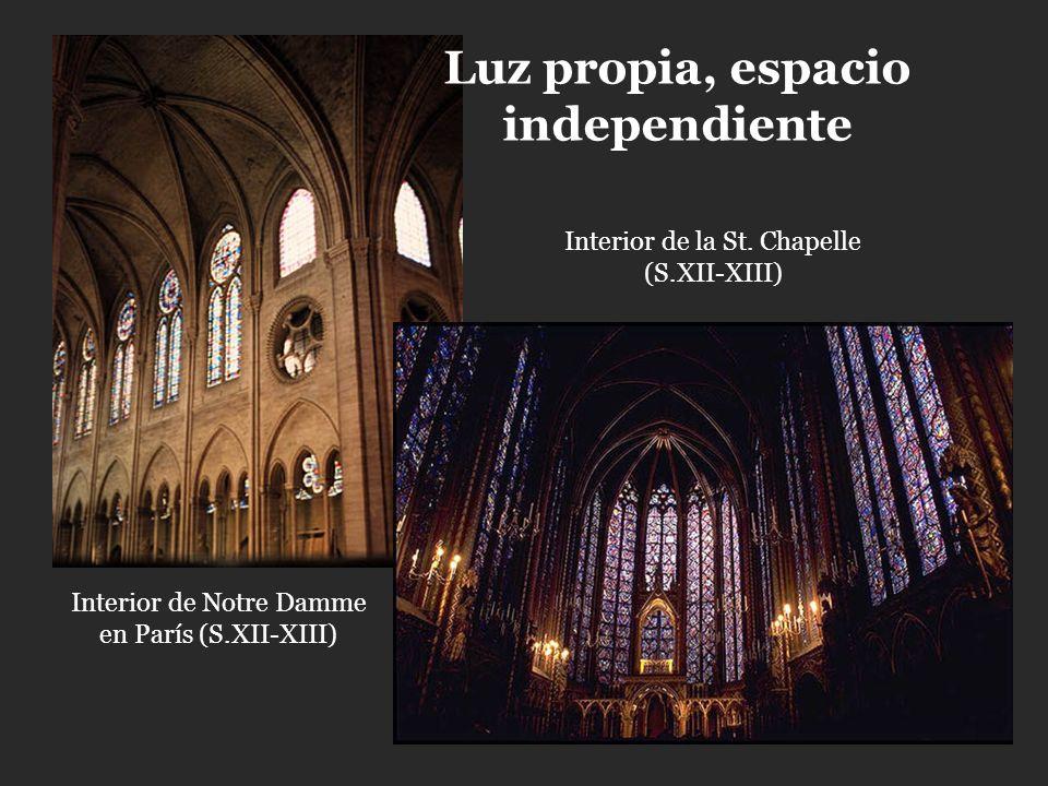 Luz propia, espacio independiente Interior de Notre Damme en París (S.XII-XIII) Interior de la St. Chapelle (S.XII-XIII)