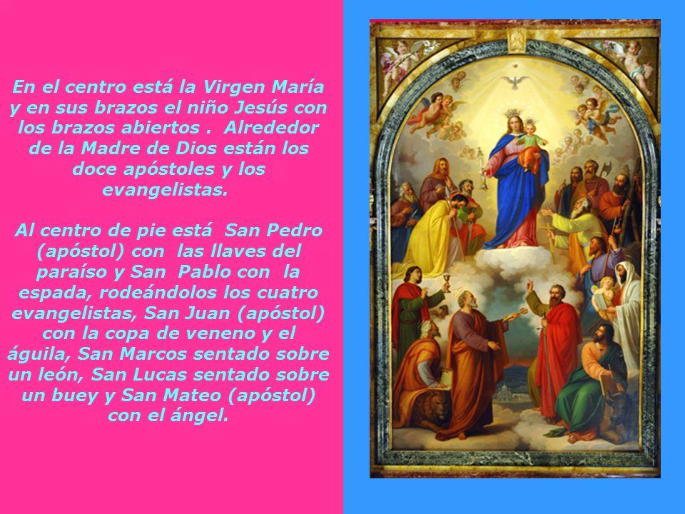 La Virgen campea en un mar de luz, que desde lo alto le envían el Padre Eterno y el Espíritu Santo, para simbolizar su dignidad y la gracia de que est
