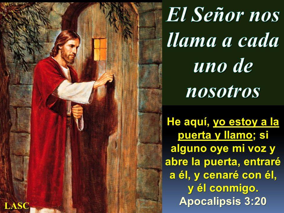 He aquí, yo estoy a la puerta y llamo; si alguno oye mi voz y abre la puerta, entraré a él, y cenaré con él, y él conmigo. Apocalipsis 3:20 LASC