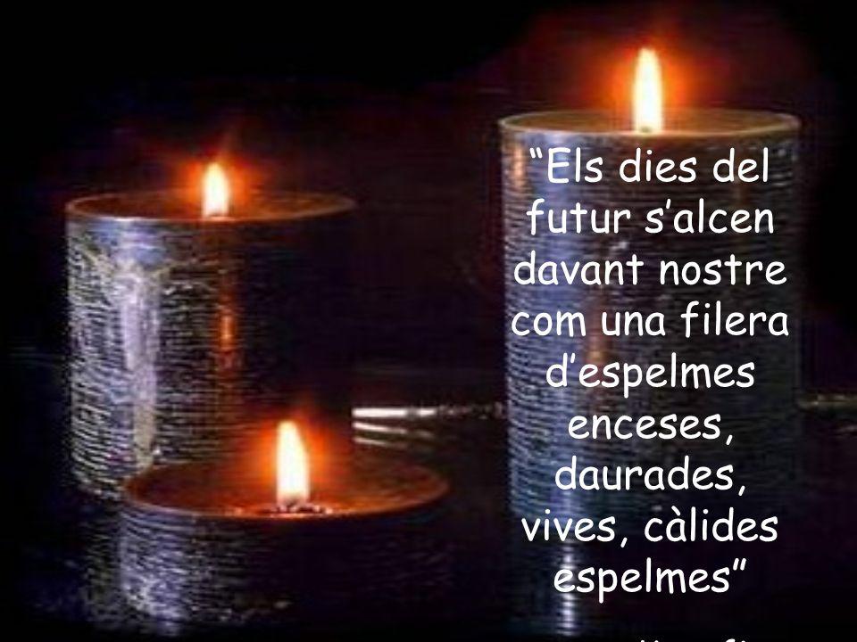 Els dies del futur salcen davant nostre com una filera despelmes enceses, daurades, vives, càlides espelmes Kavafis