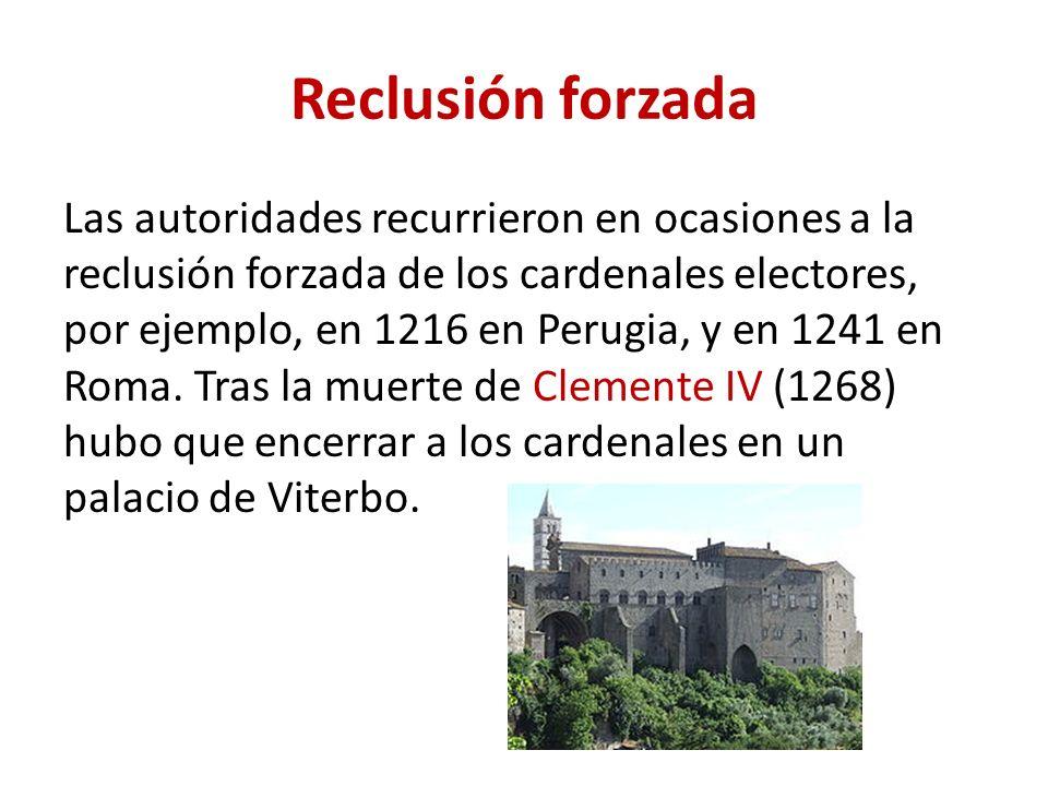 Reclusión forzada Las autoridades recurrieron en ocasiones a la reclusión forzada de los cardenales electores, por ejemplo, en 1216 en Perugia, y en 1241 en Roma.