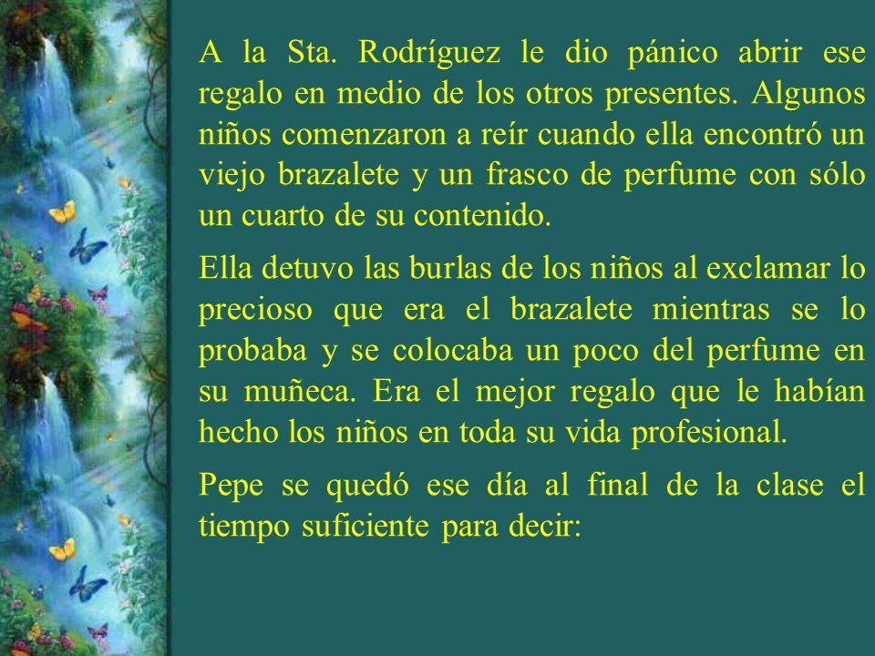 A la Sta. Rodríguez le dio pánico abrir ese regalo en medio de los otros presentes. Algunos niños comenzaron a reír cuando ella encontró un viejo braz