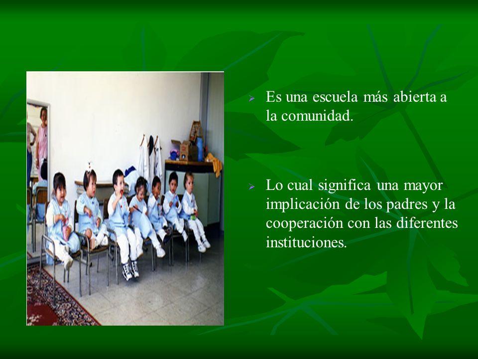Es una escuela más abierta a la comunidad. Lo cual significa una mayor implicación de los padres y la cooperación con las diferentes instituciones.