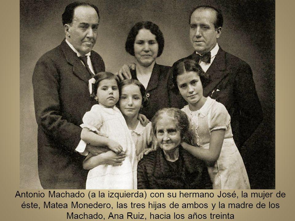 En Setiembre de 1932 Machado es trasladado al instituto Calderón de la Barca de Madrid para ocuparse de la Cáteda de francés Machado en el café de las Salesas en diciembre de 1933