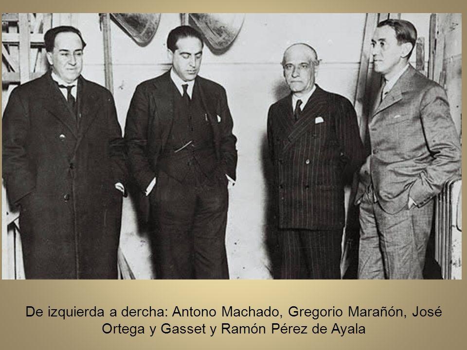 Antonio Machado (a la izquierda) con su hermano José, la mujer de éste, Matea Monedero, las tres hijas de ambos y la madre de los Machado, Ana Ruiz, hacia los años treinta