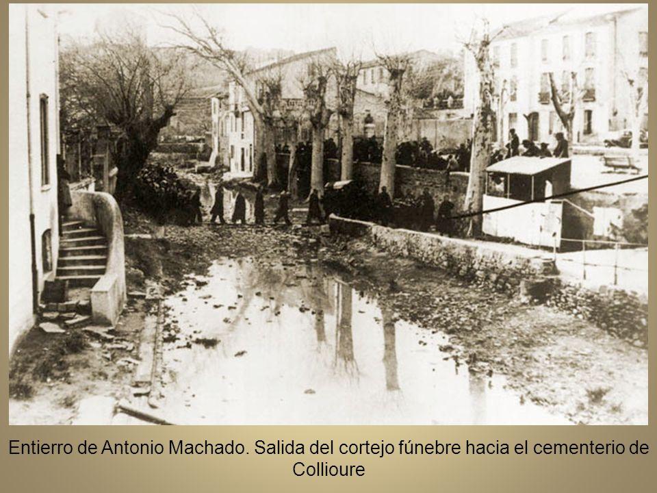 Entierro de Antoio Machado el 23 de febrero de 1939.El féretro, cubierto con la bandera republicana, a la salida de hotel Bougnol Quintana