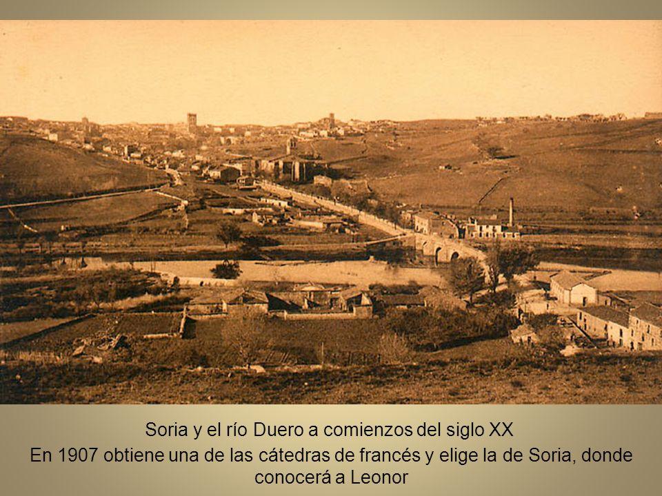 Claustro de profesores del instituto se Segovia, en el patio del centro, hacia 1920.