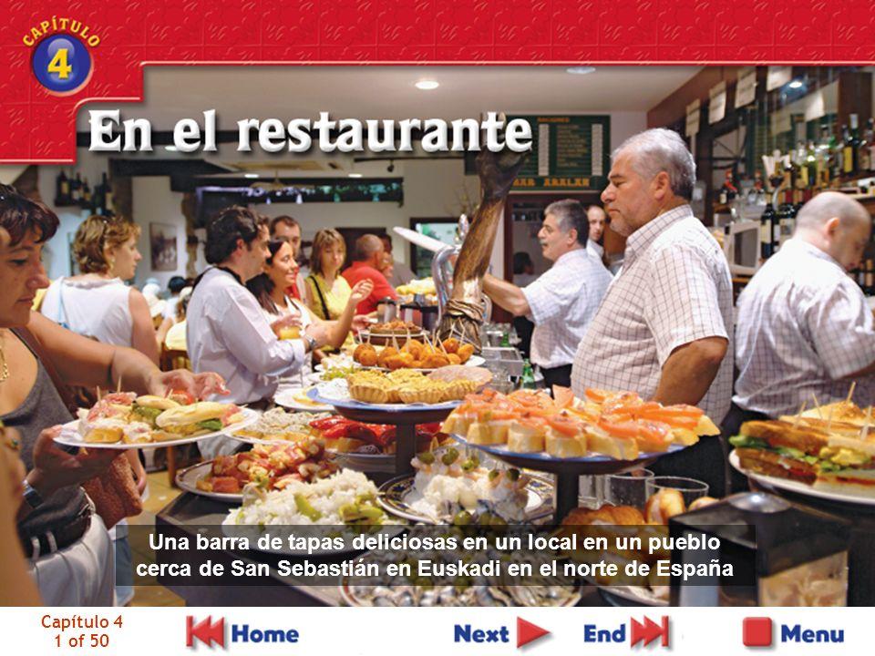 Capítulo 4 2 of 50 Carlos y Alicia están en el restaurante. Alicia pide el menú.