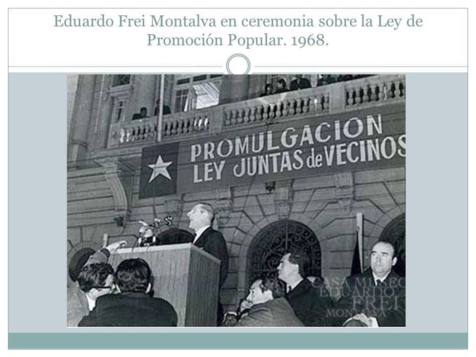 Eduardo Frei Montalva en ceremonia sobre la Ley de Promoción Popular. 1968.