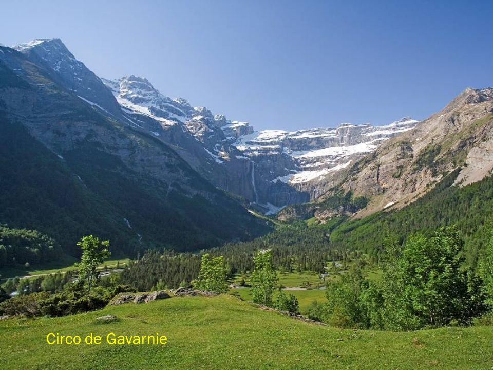 Picos de Astazou y Refugio de Espuguettes