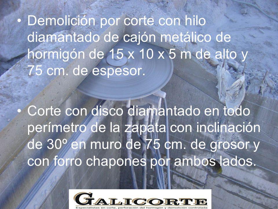 Demolición por corte con hilo diamantado de cajón metálico de hormigón de 15 x 10 x 5 m de alto y 75 cm.