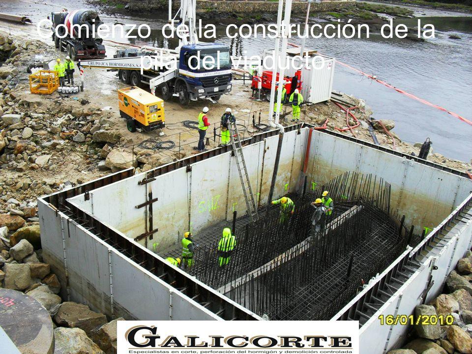 Comienzo de la construcción de la pila del viaducto.